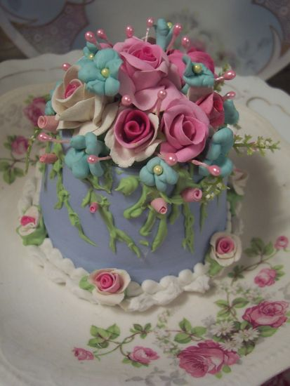 (FMNBFJ) SHABBY COTTAGE ROSE DECORATED FAKE CAKE CHARMING!!