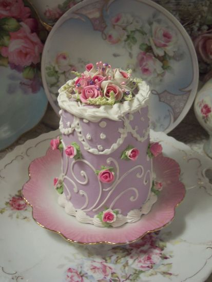 (LovelyLacey) SHABBY COTTAGE ROSE DECORATED FAKE CAKE CHARMING!!