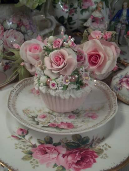 (Vintage Rosa) Fake Cupcake