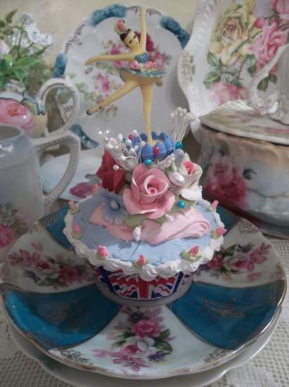 (Dance Around The World) Fake Cupcake