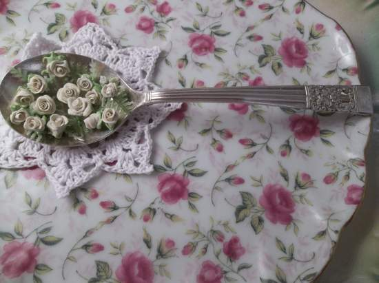 (Cool Spoon Of Clay Roses) Cool Spoon