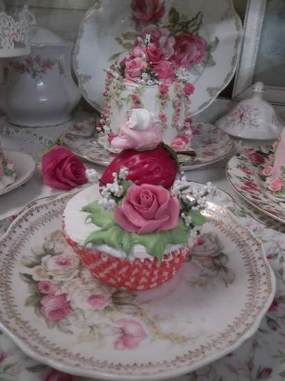 (Strawberry Rose Cupcake) Fake Cupcake