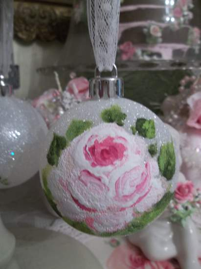 (Holly Jolly Rosa) Handpainted Glittered Christmas Ornament