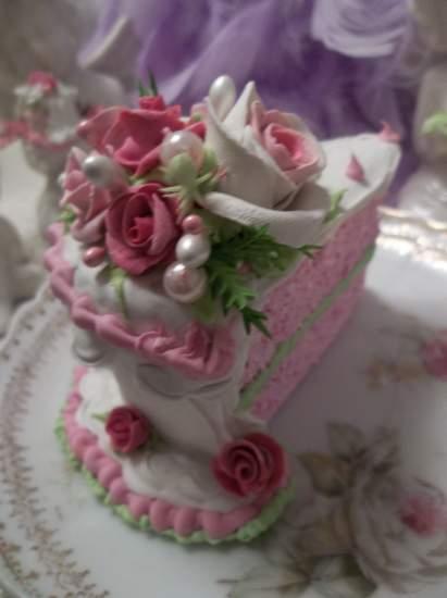 (Bailie) Fake Cake Slice Slice Slants A Bit