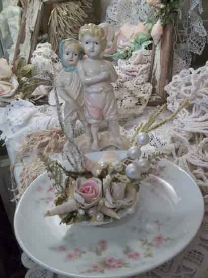(Shelly Rose Arrangement)  Mini Marvel Decorated  Sea Shells  Beach Decor  Wedding Natural , Pearls , Roses Love Art