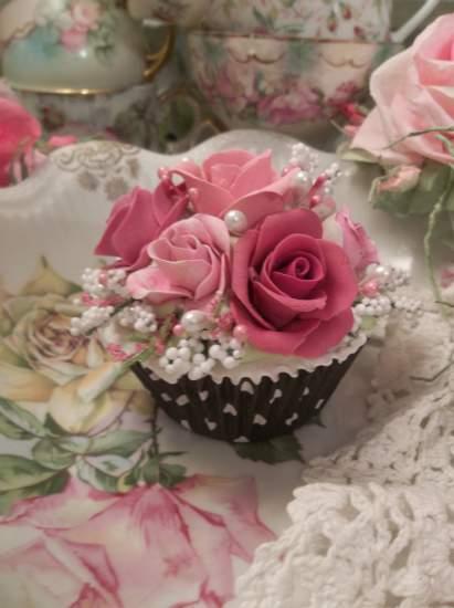 (Black Beauty Rosa) Fake Cupcake