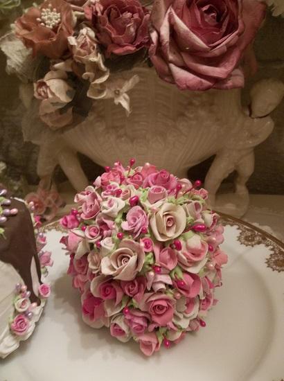 (Mega Slice Of Roses) Fake Cake Slice
