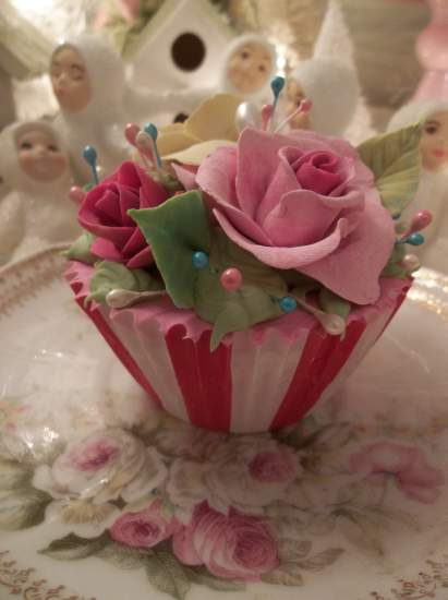 (Big Top Bianca) Life size fake cupcake
