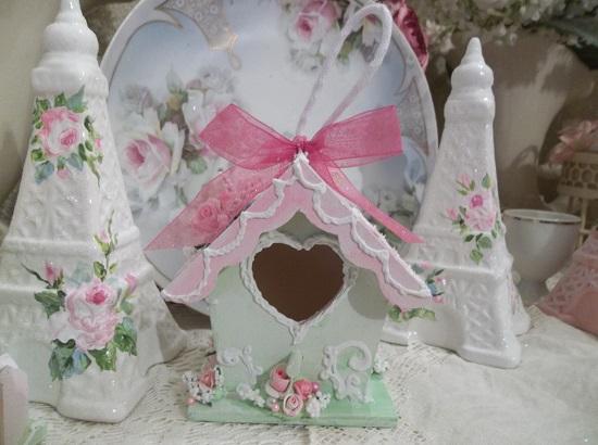 (Aniqua) Decorated Birdhouse