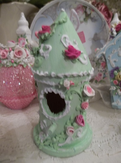 (Savanah) Decorated Birdhouse