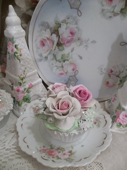 (Rosita Pinkerton) Fake Cupcake
