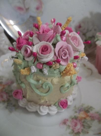 (Louise) Funky Junk Fake Cake