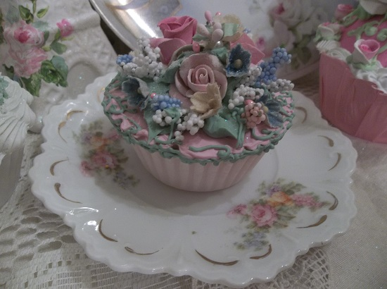 (Vintage Rose Marie) Fake Cupcake