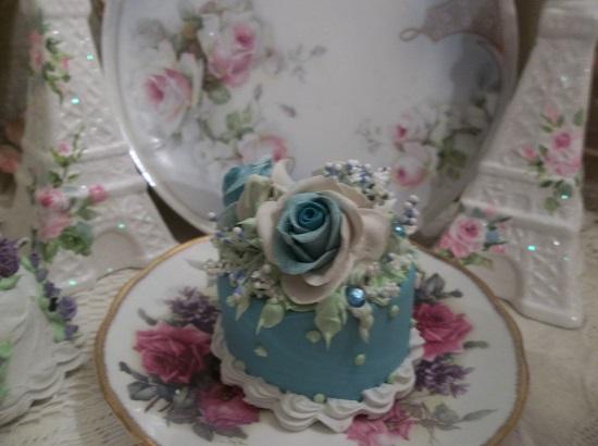 (Bella Blue Skies) Funky Junk Fake Cake