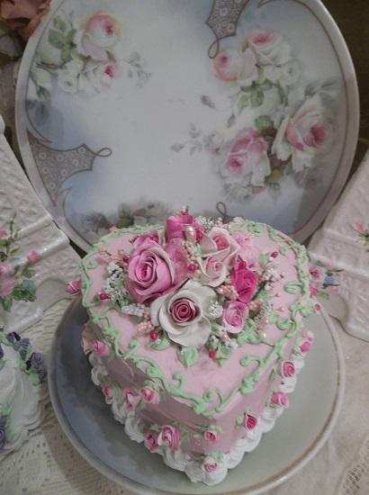 (Love Looks Beautiful) Funky Junk Fake Cake