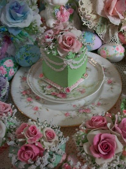 (Queen Pistachio Rose) Fake Cake Slice
