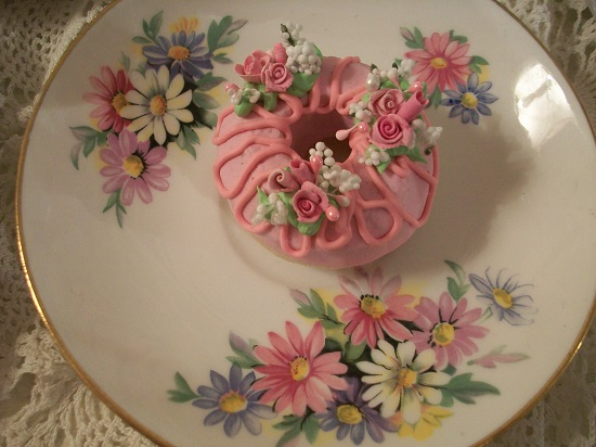 (Daisy Donut) Decorated Mini Donut