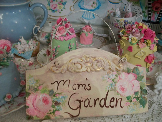 (Mom's Garden) Handpainted Sign