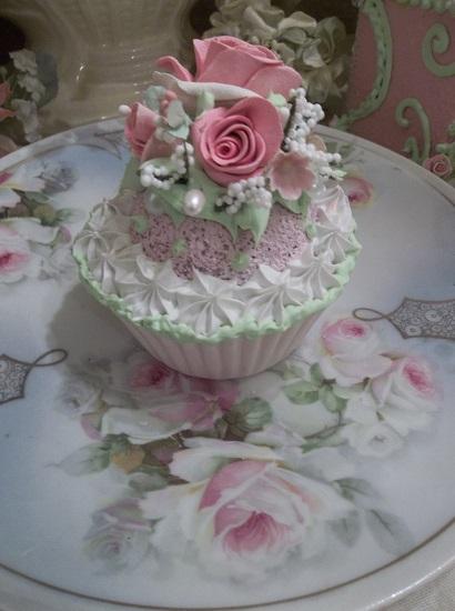 (Shades Of Beauty) Fake Cupcake