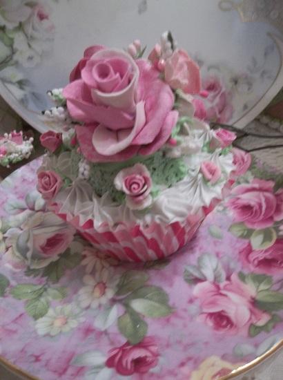 (Larina) Fake Cupcake