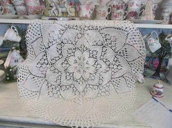 (Laura) Vintage Doily