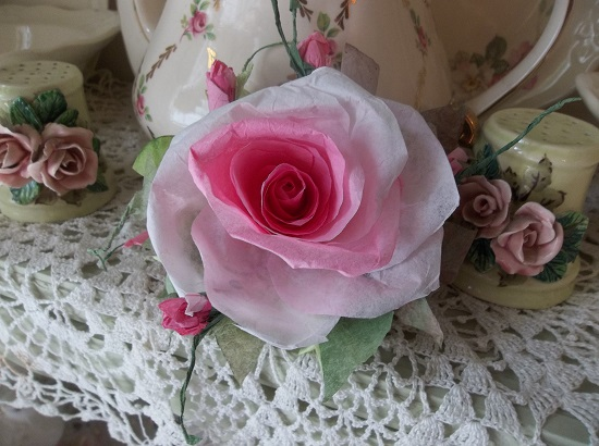 (Fergie) Handmade Paper Rose Clip