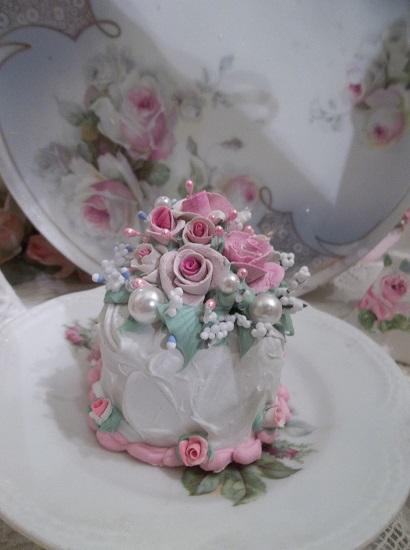 (Lu Anne) Funky Junk Fake Cake