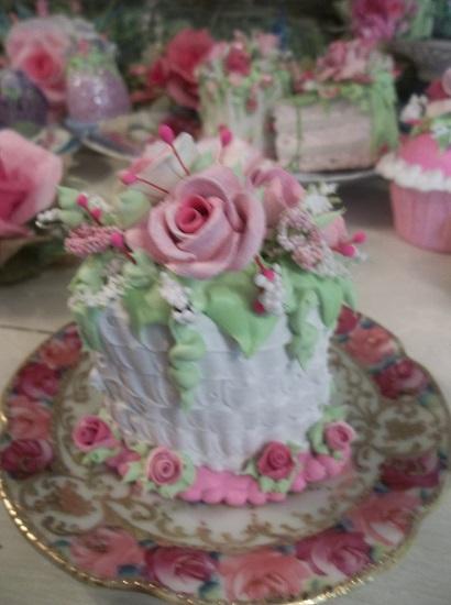 (Doreen) Fake Cake Slice