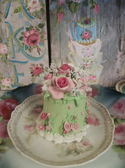 (Happily Ever After) Funky Junk Fake Cake