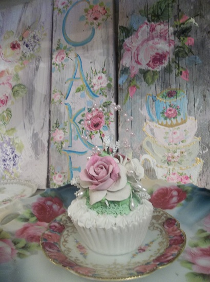 (June) Fake Cupcake