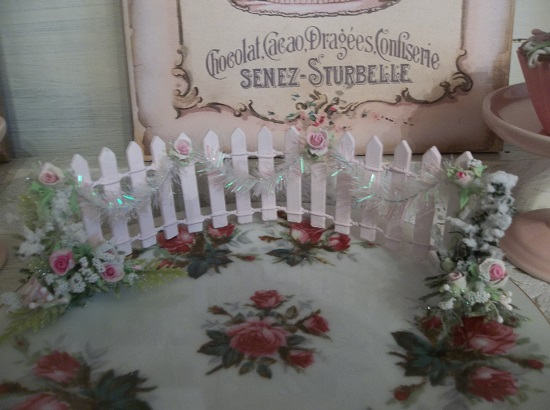 (Christmas Fence) Decorated Mini Picket Fence