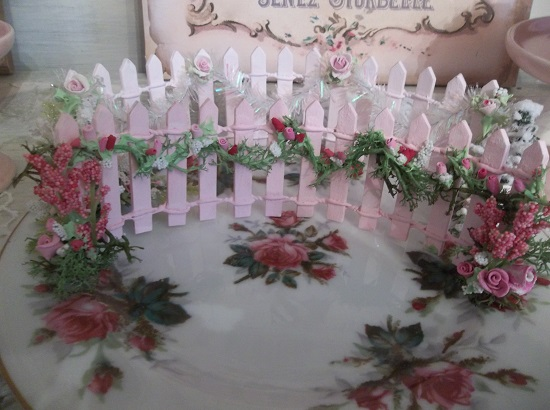 (Pink Picket Pretty) Decorated Mini Picket Fence