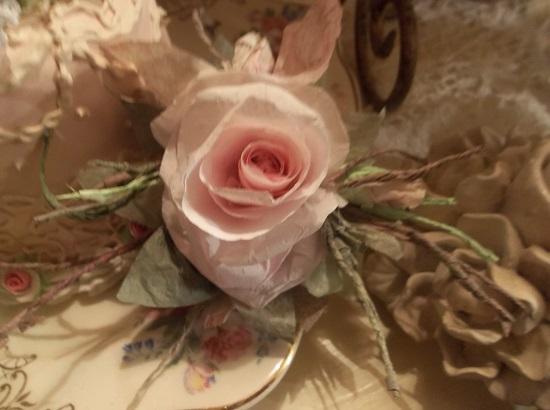 (Drake) Handmade Paper Rose Clip