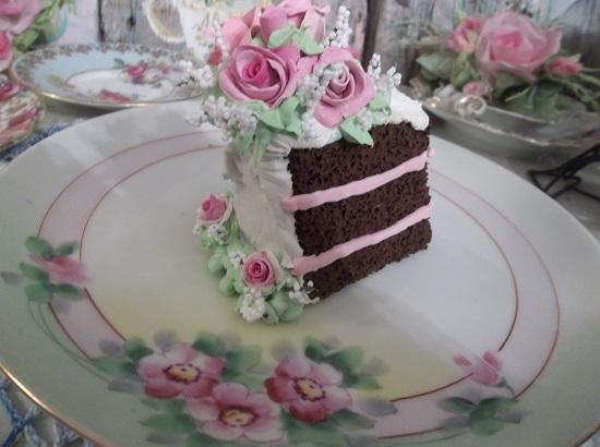 (Leaning Leena) Fake Cake Slice