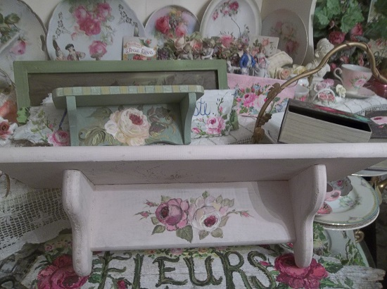 (Super Shabby Shelf) Handpainted Shelf