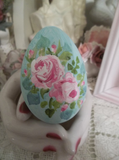 (Robynn) Handpainted Fake Egg