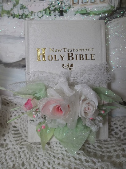 (Wrapped Up In Roses) Small Decorated New Testament Bible