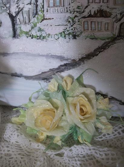 (Lemon Frost) Prism Glittered Handmade Paper Rose Clip