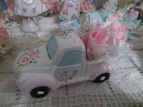 (Bloom Mobile) Handpainted And Decorated Truck Christmas Ornament