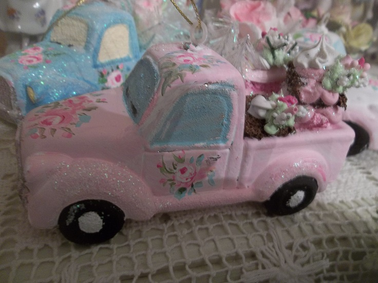 (The Sweet Truck) Handpainted And Decorated Truck Christmas Ornament