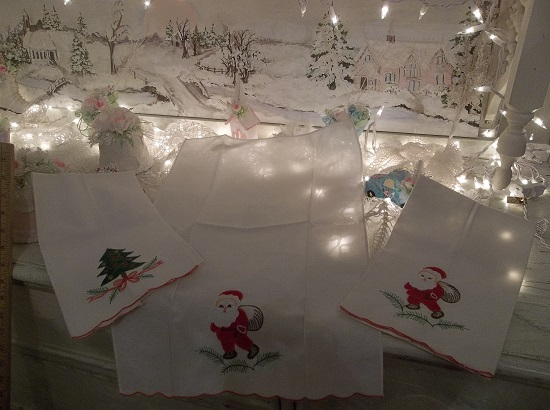 (Vintage Christmas) 3 Hand Done Christmas Towels