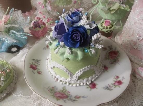 (Kirsten Ivy) Funky Junk Fake Cake