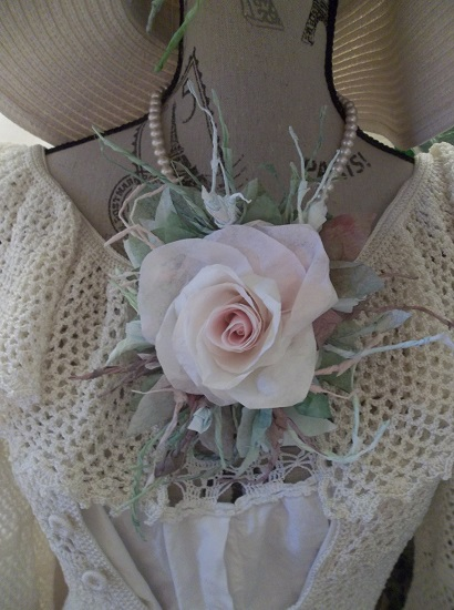 (Misty Morning Rose Bud) Handmade Paper Rose Clip