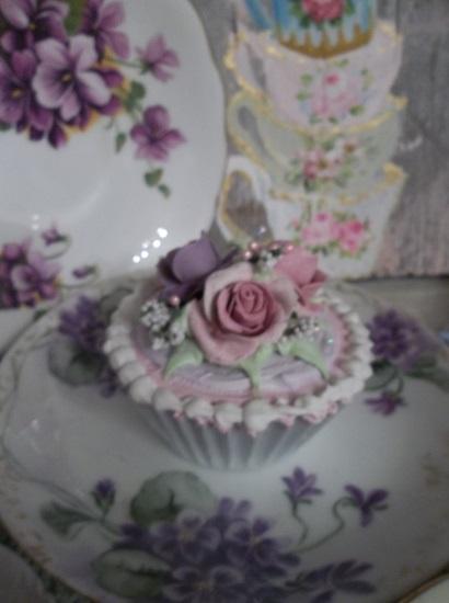 (Mina) Fake Cupcake