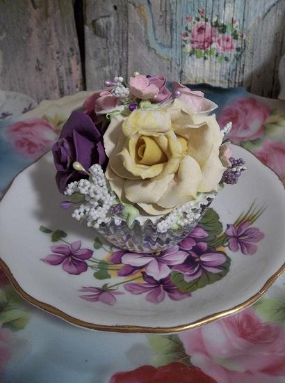 (Kirsten Alice) Fake Cupcake
