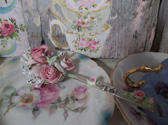 (Community Rosa) Vintage Decorated Spoon