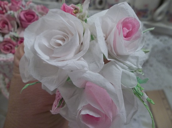 (Loveliness) 5 Handmade Paper Roses And 3 Buds On Stems
