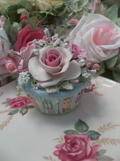 (City Of Roses) Fake Cupcake