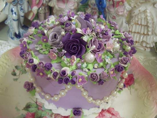 (Jewelie) The Bling Thing SHABBY COTTAGE  ROSE DECORATED FAKE CAKE