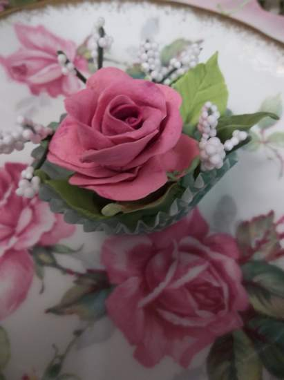 (Quincey) Handmade Clay Rose Decor